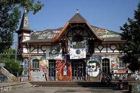 Kunst, Kultur und Warenform – Rote Fabrik und Reitschule.